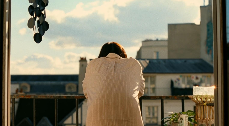 フランスのパリに住む洋子