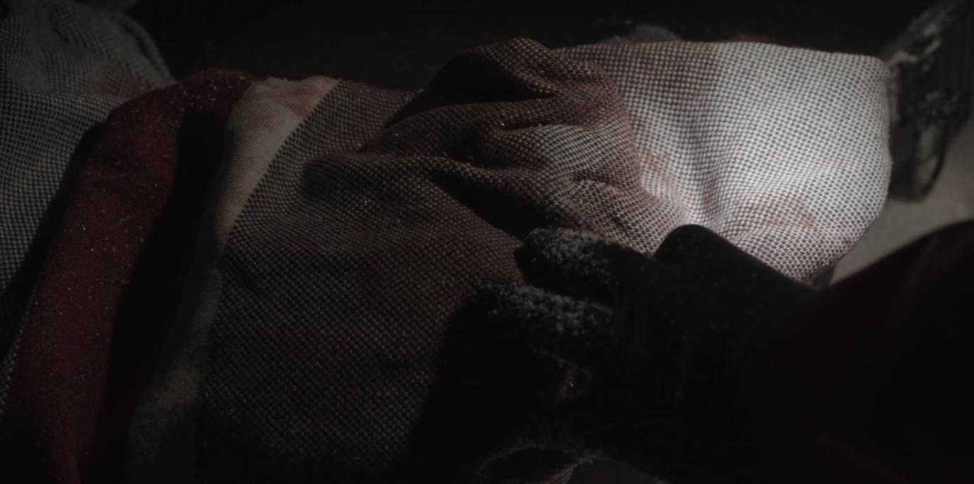 血まみれのセーター